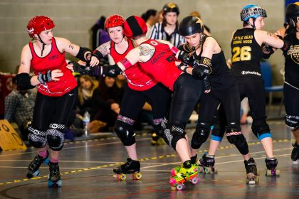 Cornwall Roller Derby Jammer Feral Perryl evades Plymouth Blockers